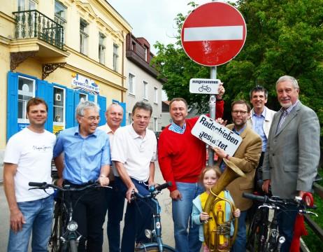 Am 28. Mai 2011 wurde die neue Lösung eröffnet: mit dem Bürgermeister, weiterer Prominenz und sogar ein bißl Blasmusik!