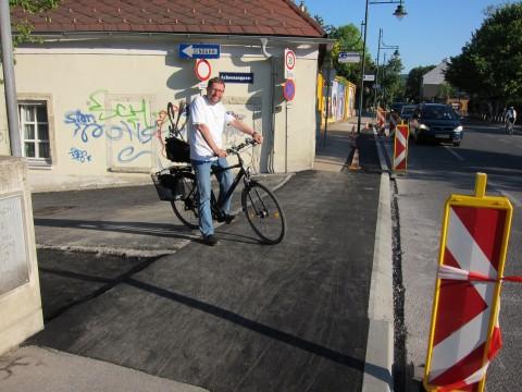 Fast fertig: die Querung der Badstraße auf Höhe der Achsenaugasse