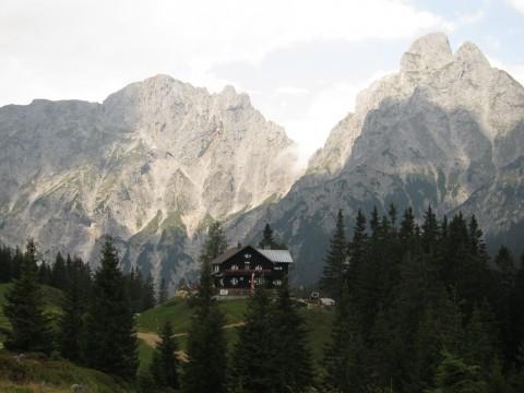 Mödlinger Hütte vor dem Admonter Reichenstein - ein feiner Platz