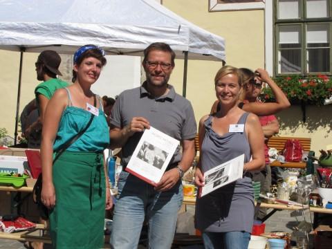 Elisabeth Engel, die Organisatorein, links und Irene Blau vom Hospizverein, rechts.