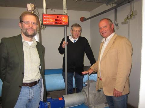 Fototermin nach erfolgreicher Anlaufphasse: DI Becker, der Konstuktuer und Fritz Panny, Leiter des Wasserwerks.