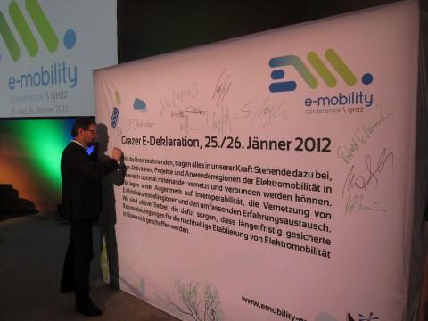 Beim Unterschreiben der Grazer e-Deklaration 2012