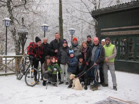 GRÜNE mit FreundInnen beim Weihnachtswandern zur Krausten Linde am 22. Dezember