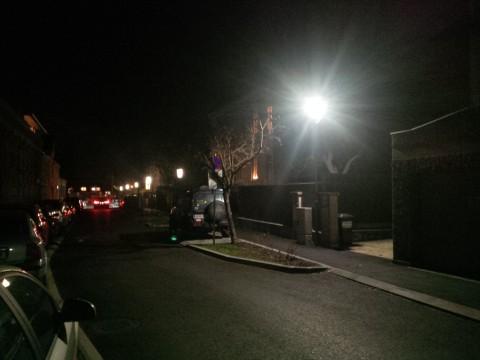Im Vordergrund die neue LED-Leuchte und zum Vergleich im hinteren Teil der Josefsgasse die alten Leuchtstoffröhren. (Sorry für die Bildqaulität...).