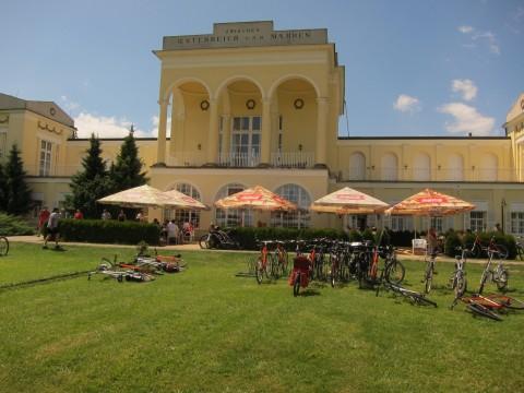 Auf den ersten Blick skurril: Mittagessen an der österreichischen Grenze - mitten in Tschechien. (Erklärung: bis 1920 war die Grenze tatsächlich dort).