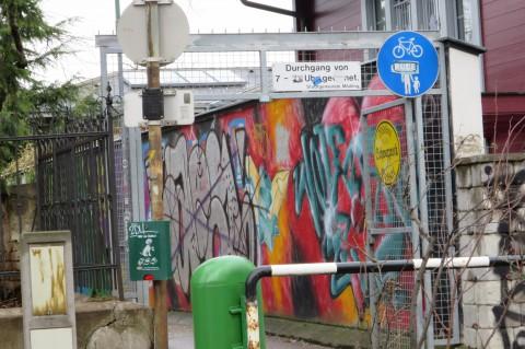 Der Beginn der Schwarzrockgässchens von der Schillerstraße aus